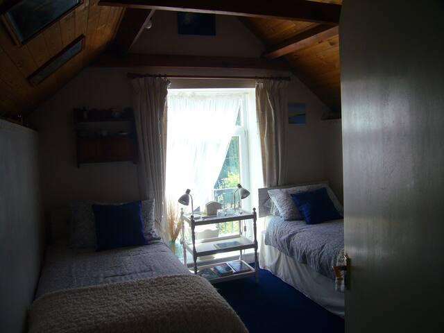 Bedroom (view 2)