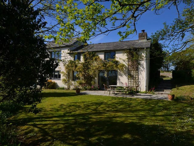 Beeston Farmhouse :  Luxury Rural Cottage Nr Bude