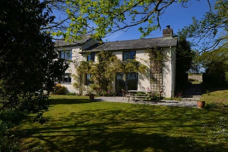 Beeston Farmhouse :  Luxury Rural Cottage Nr Bude