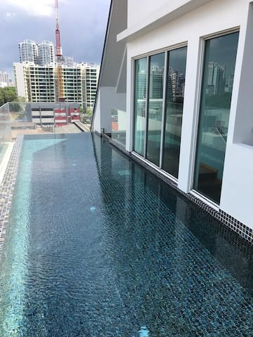 1 BEDROOM LUXURY CONDO, 10 MINS TO TOWN (OS14)