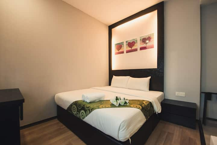 King Room, Free WIFI, Budget hotel in JB Town!