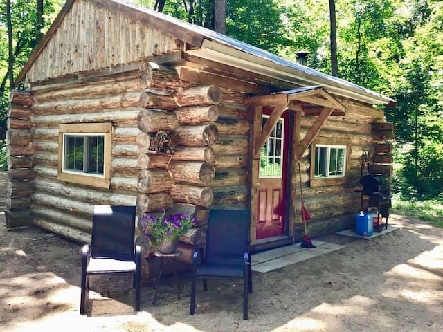 Sugarbush Log Cabin Off-Grid Serenity