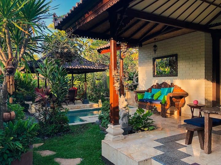 Authentic Bali - Paradise next to Beach & Volcano
