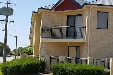 2 Storey Town House - Mandurah
