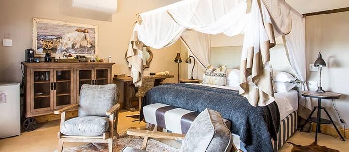 Vintage Style Room in Village Lodge