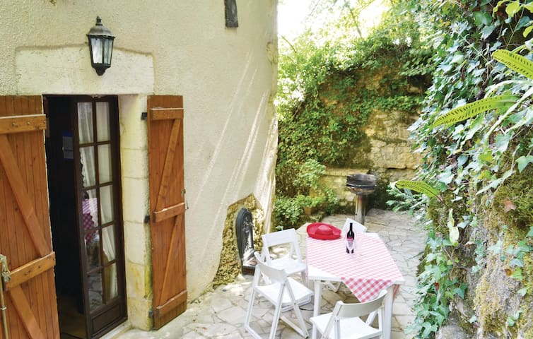 Holiday cottage with 3 bedrooms on 110m² in St. Front la Riviere