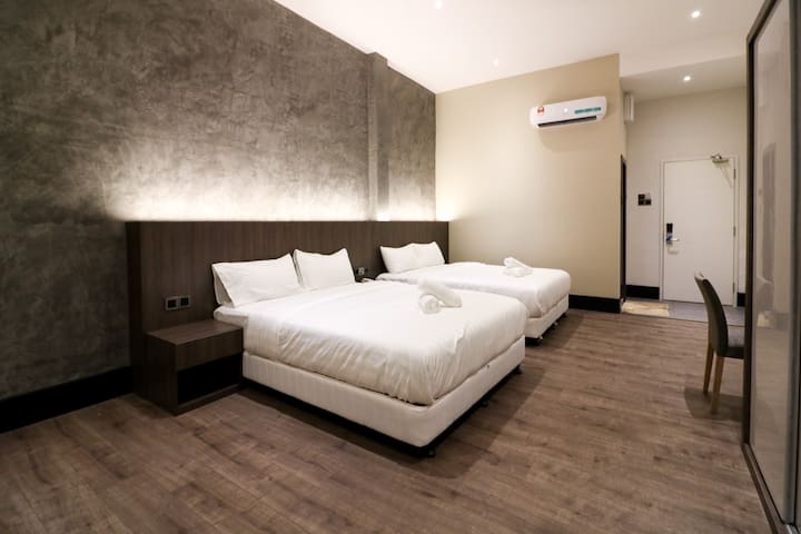 Comfy 5 pax Boutique Hotel | 8 mins walk to Jonker