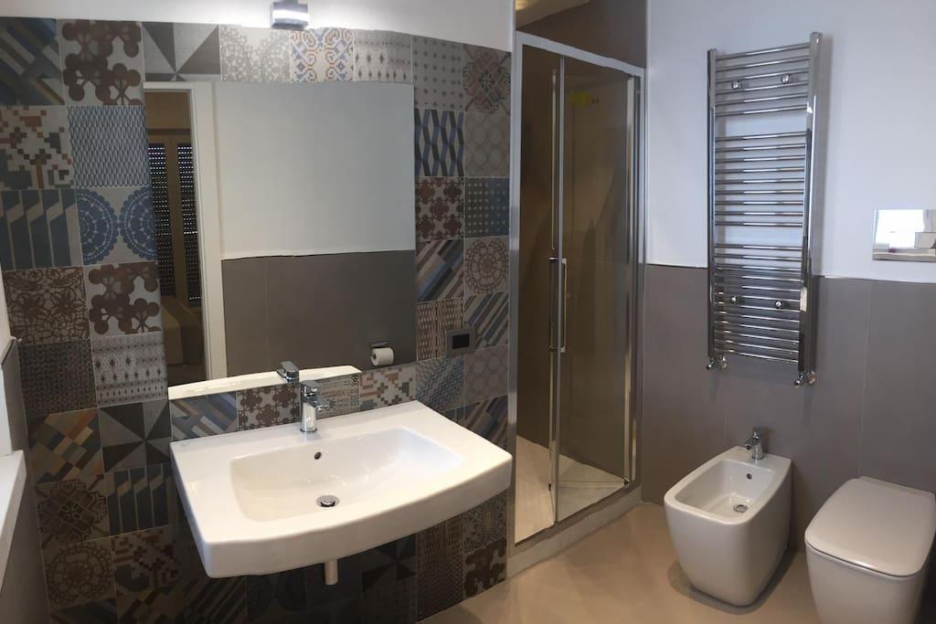 Bagno stanza padronale con doccia