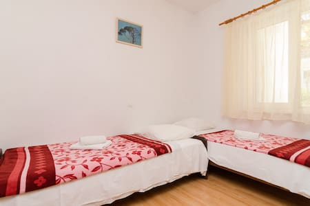 Budget Twin Room in Pomena - Pomena - Other