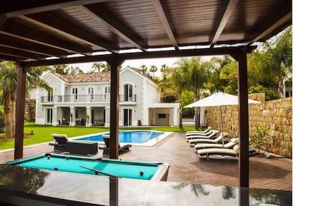 Villa Maracana - MARBELLA  - Bed & Breakfast