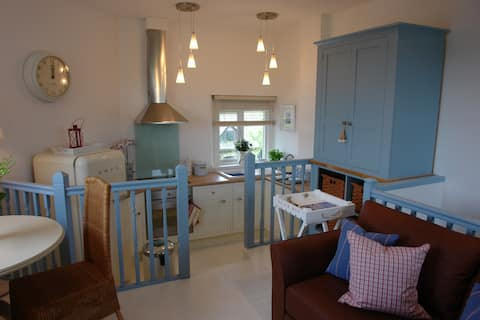 Bright 1 Bedroom Apartment for 2 in converted barn