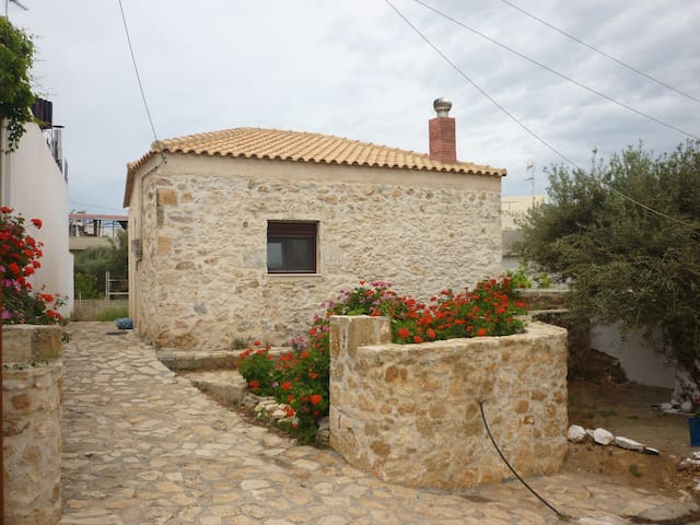 Traditional Cretan Bungalow - Analipsi - Bungalow