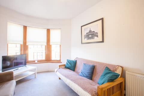 Comfortable and Bright 1 bedroom, 5 minute drive to HYDRO