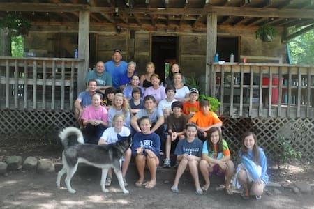 Crockett Cabin sleeps 40+ Family Reunion Retreats - Erwin - Ev