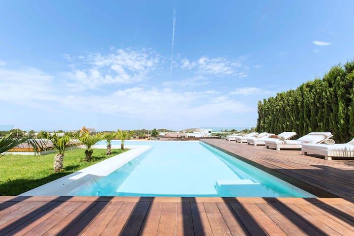 Luxury Villa Montecarlo: Cala Conta Ibiza