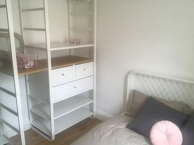 Cute and Cosy Double Bed Suitable for One