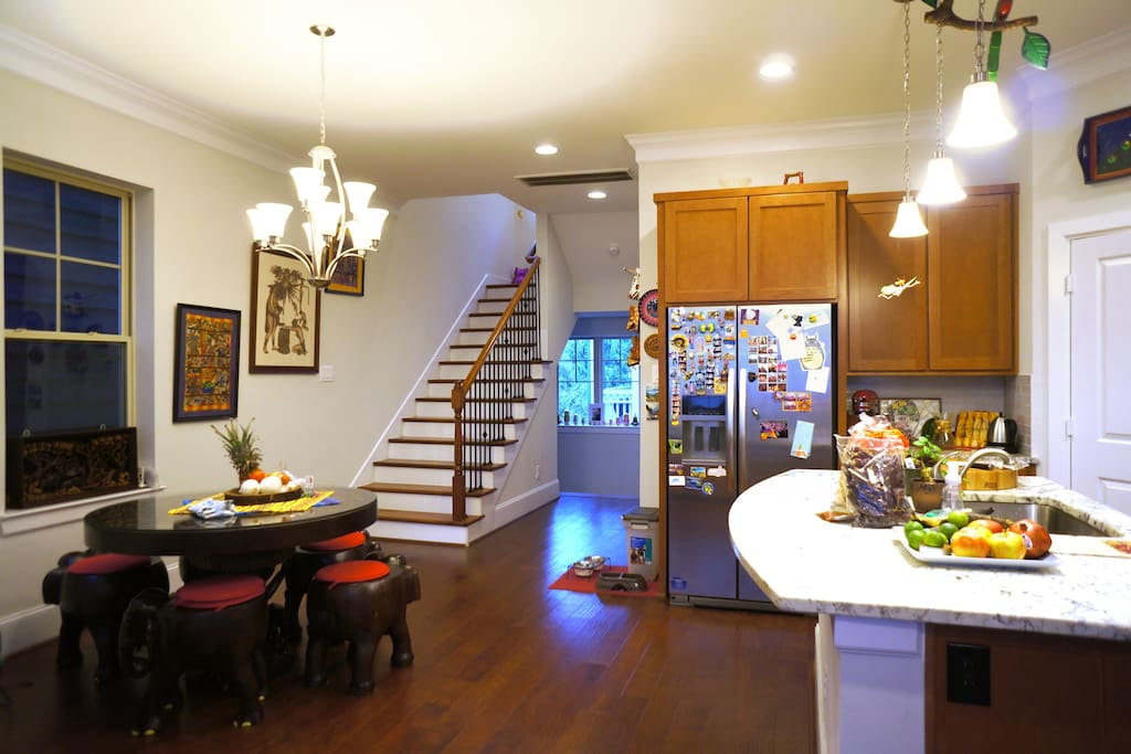 Open common space: Living room, dining room and kitchen