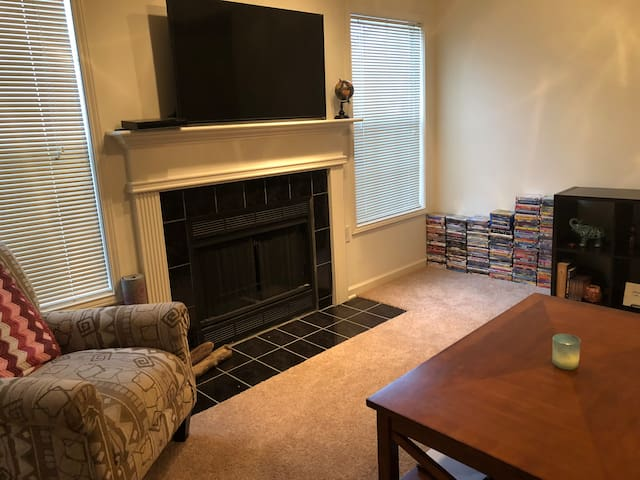 Cozy Apartment near Greensboro Airport!