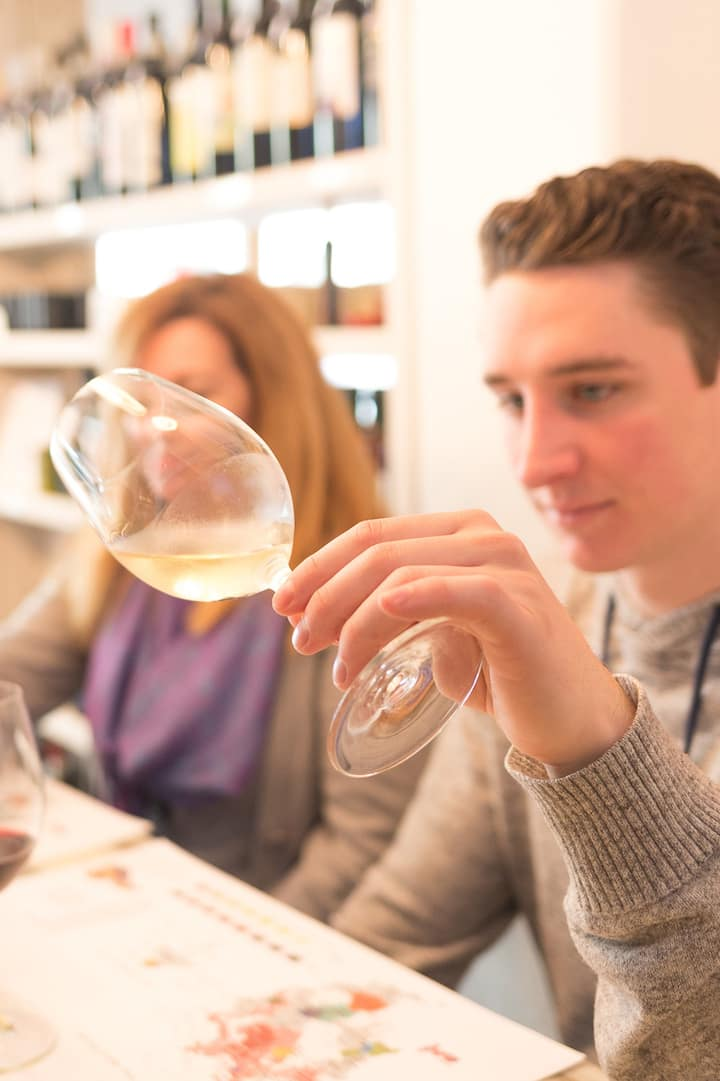 Learn to examine wines like a Sommelier