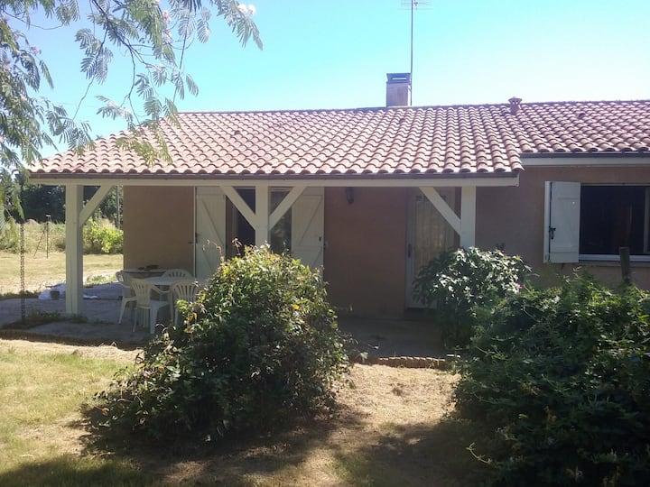 maison  dns cadre  verdure proche de Saint Emilion