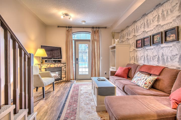 Canmore Cozy 2BR/2BATH End Unit Townhouse