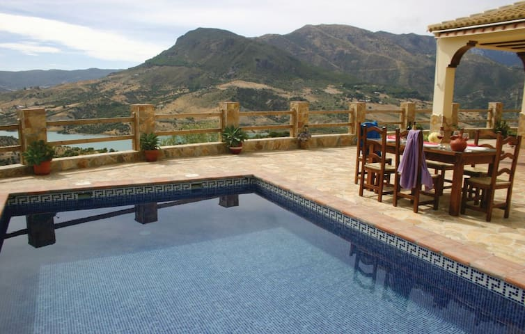 Gorgeous house w/ mountain views - El Gastor - House