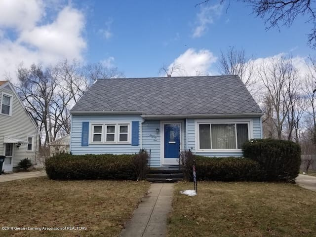 Entire house: Close to downtown & MSU