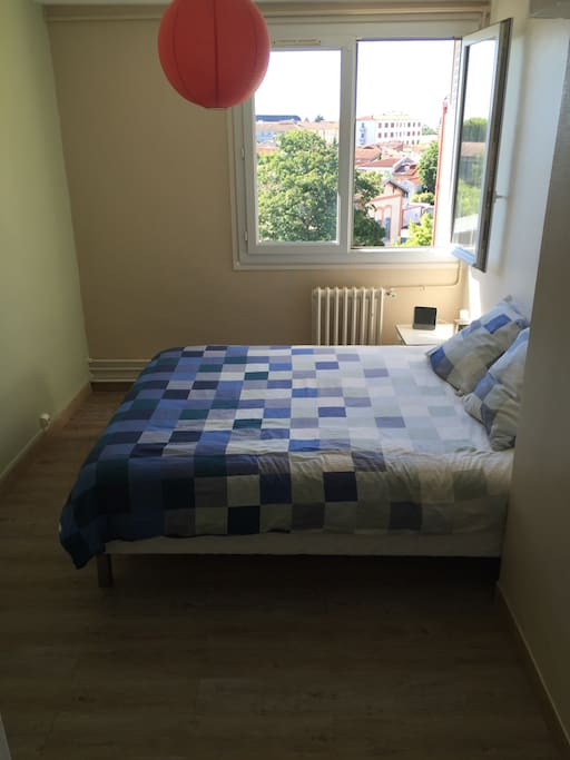 This is your private room ! 11 m2. Just fully renovated. Confortably King size bed 160x200cm.