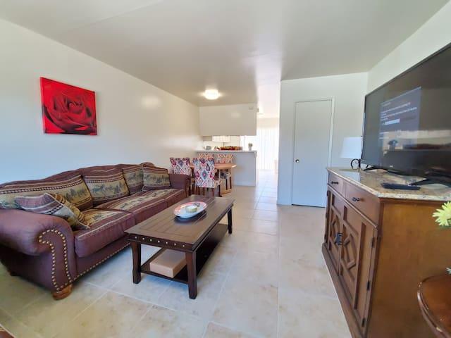 Warm & Cozy 2 Bedroom Apartment
