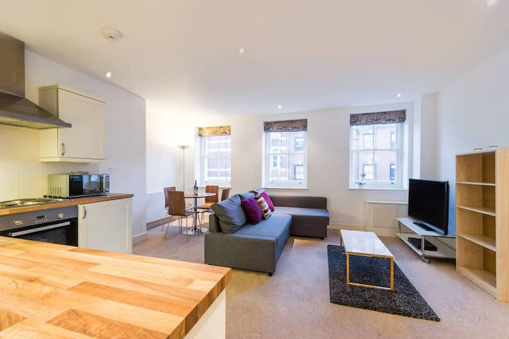 Ideal one bedroom apartment close to Oxford Circus Area, Central London (FS3)