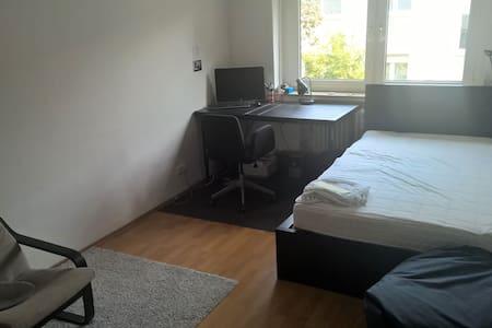 WG-Zimmer am Uni-Campus Westend - Francoforte - Appartamento