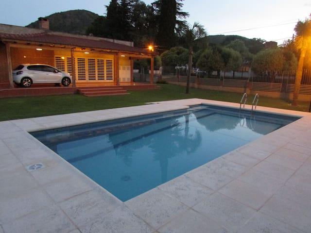 Casa en Carlos Paz con gran parque y pileta
