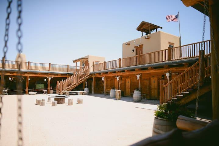 Crow Creek Room, Platte River Fort