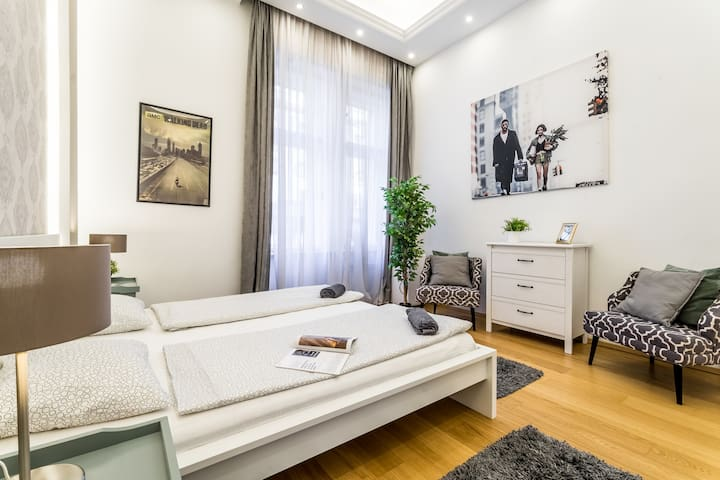 Hello Budapest Downtown Apartment - Green