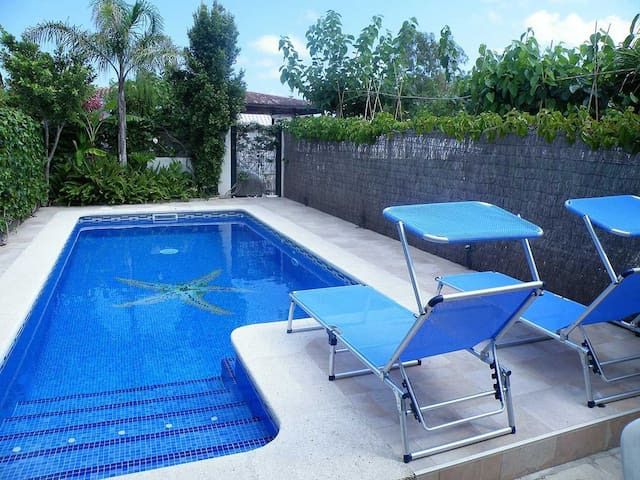 CASA CALMA,Ideal house for your holidays near the sea, free wifi, air conditioning, private pool, pets allowed, dog's beach.