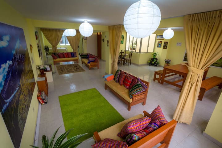 Mama Backpackers free breakfast I 4 beds dorm - Lima - Bed & Breakfast