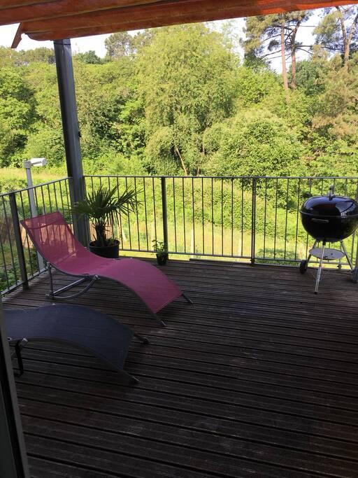 Terrasse avec pergola toile coulissante vue forêt