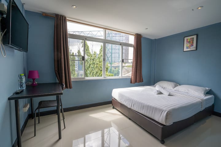 Spacious double room, 5 minute to BTS 可讲中文