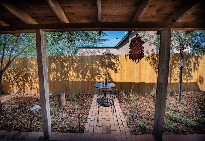 Authentic adobe casita minutes from Old Town