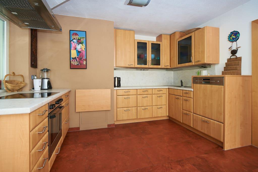 Küche- komfortable Ausstattung/ Kitchen- comfortable Equipment