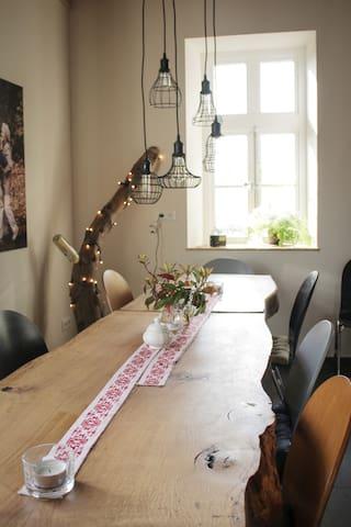 Esstisch für viele Gäste