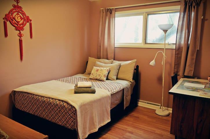 Cozy & Spacious Room near University of Calgary