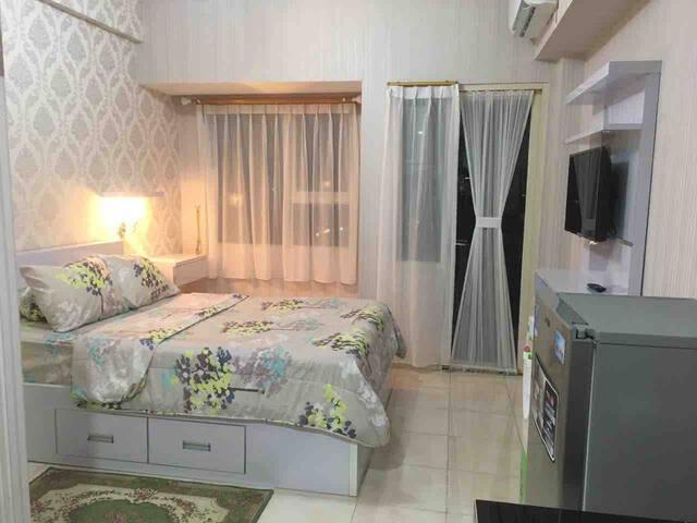 Sewa harian Margonda Residence 5 by yeppeoroom