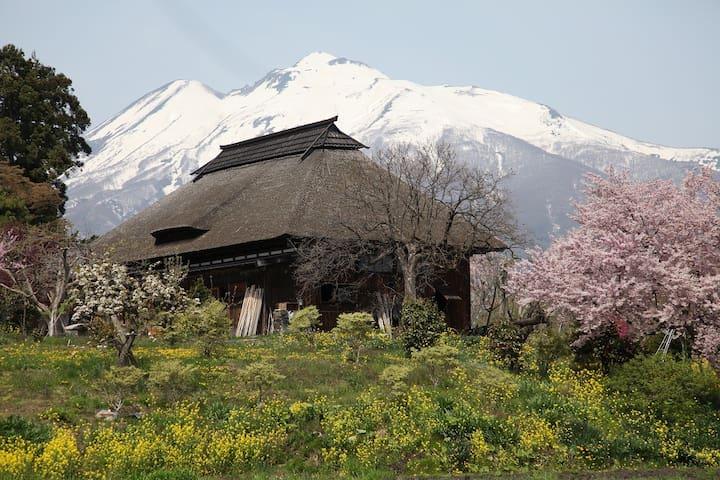 伝統的な古民家1棟貸し/敷地2446㎡/丹鶴ハウス/ねぷた祭、桜の名所、岩木山、弘前城、温泉etc - Hirosaki - Rumah