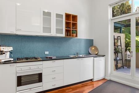 Super-Convenient CBD Loft Apartment – ALL YOURS!!! - Edgecliff - Wohnung
