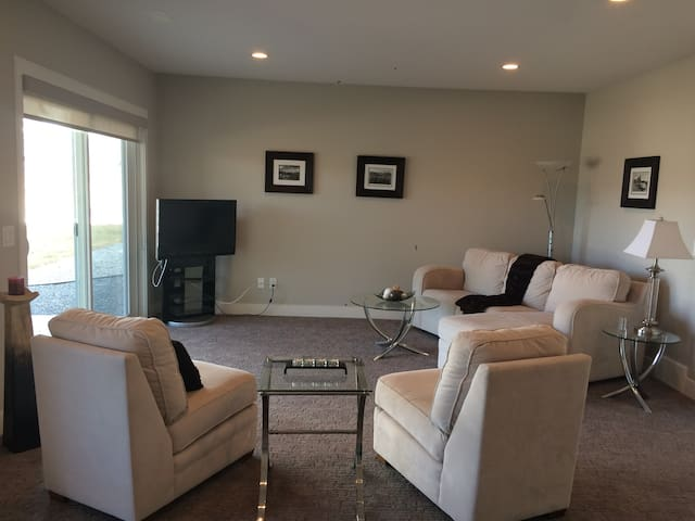 Executive Ground Level Suite - Large, New & Bright