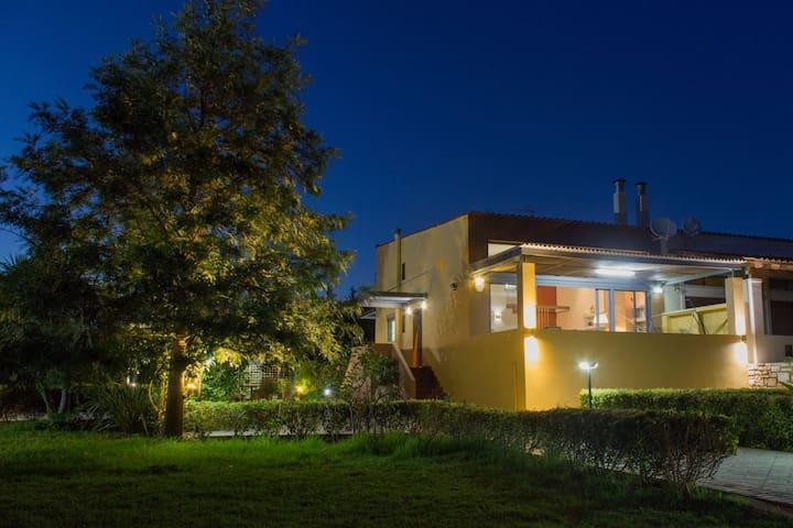 Marathi Oasis Villa-Superior Villa next to the sea