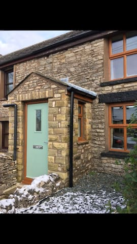Charming Cottage for up to 4 guests