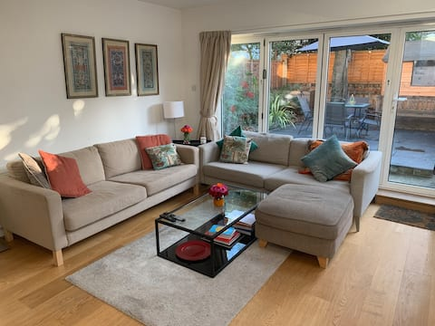 Comfortable double bedroom in West London