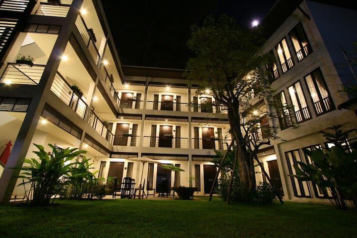 296 Radtanaiya Residence - Wat Ket - Bed & Breakfast